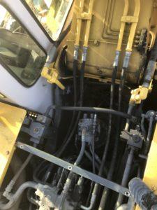 作業機ラインホースブームの根元交換前