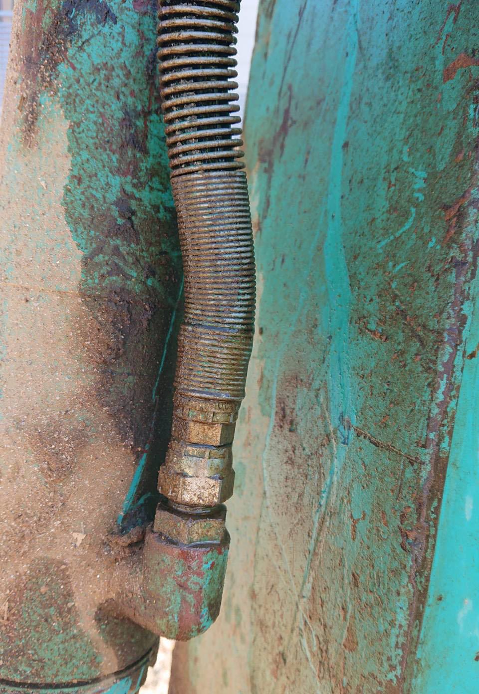 コベルコSK135SR-1_修理前_サビと劣化の様子