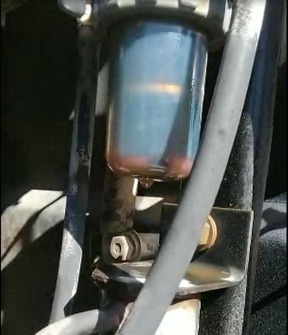 エレメントから油漏れ