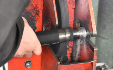 高圧ホースが破裂する理由と修理までの応急処置・対処法