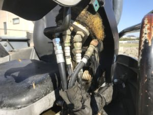 ミニショベルの油圧ホース出張修理