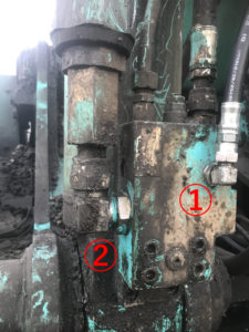修理した油圧ホースとアダプター