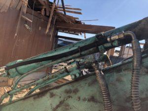 コベルコ建機(KOBELKO)後方超小旋回ショベル_SK135SR_油圧ホースに交換、固定した配管
